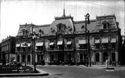 Edifio de la Loteria Nacional para la Beneficencia Pública, fachada