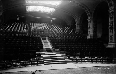 """""""Escuela N. Preparatoria. Anfiteatro"""", interior"""
