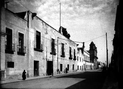Calle del Monte viejo, al fondo iglesia de Loreto
