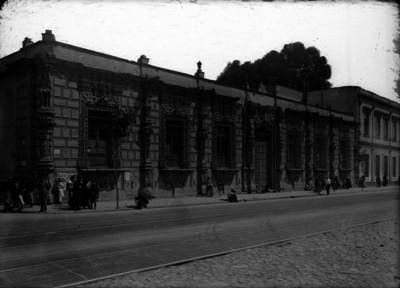 Edificio de los Mascarones, fachada
