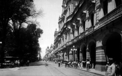 """Vida cotidiana en los portales de la plaza principal de """"Puebla"""""""
