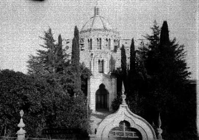 """Entrada y atrio de la iglesia en """"Encarnación"""" de Díaz"""