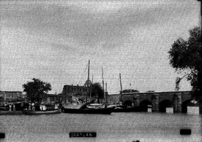 """Embarcaciones junto al puente del Río """"Ocotlán"""""""