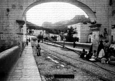 """Gente en una calle de """"Guanajuato"""""""