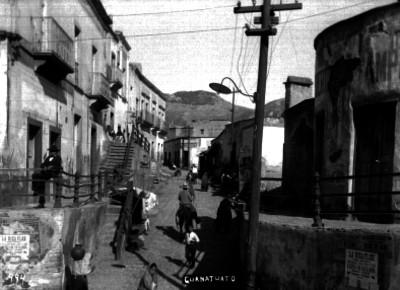 """Vida cotidiana en una calle de """"Guanajuato"""""""