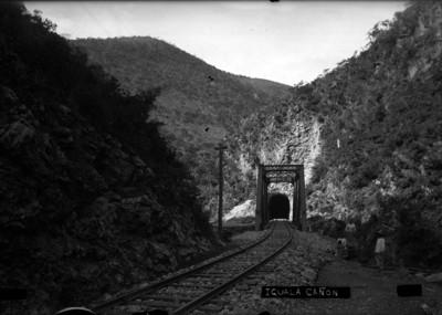 """Puente ferroviario en el """"cañón"""" de """"Iguala"""""""