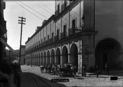 """Portales en una calle de """"Zacatecas"""""""