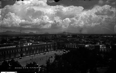 Plaza de la Cosntitución y Palacio Nacional, vista desde la Catedral de México