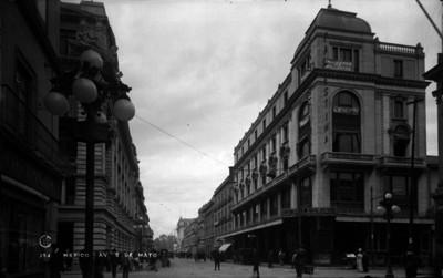 """Tienda """"La Palestina"""" en la esquina de """"5 de Mayo"""" y Bolívar"""