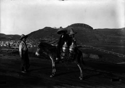 Niños con burro y la ciudad de Zacatecas al fondo