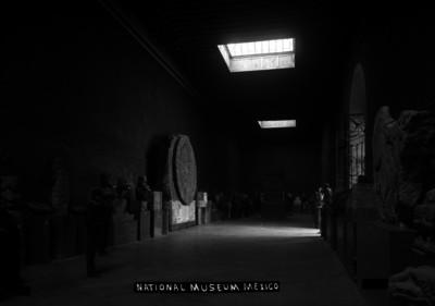 """Gente visita una sala del """"NATIONAL MUSEUM MEXICO"""", Museo Nacional"""