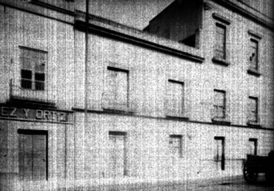 Edificio y tienda en la calle del Carmen, fachada