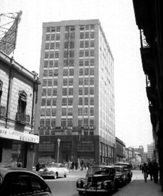 Banco de Ahorro para la Propiedad S.A. en la avenida Juárez, vista parcial