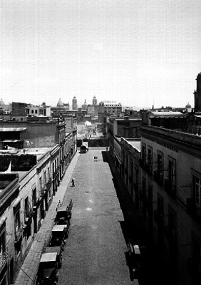 Calle 20 de Noviembre con cerrada de Jesús en la Cd. de México, panorámica