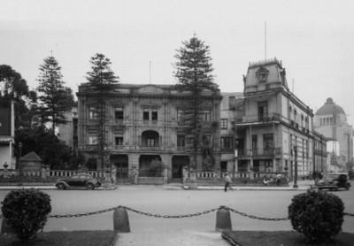 Edificio público en Paseo de la Reforma, vista general