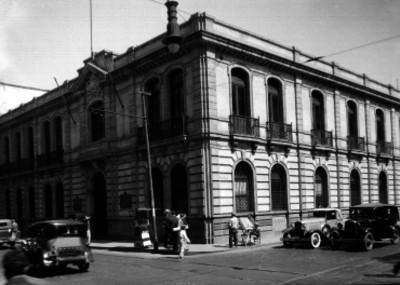 Banco Montreal en la esquina de las Avenidas Isabel la Católica u Uruguay