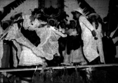 Representación de un baile folkórico veracruzano