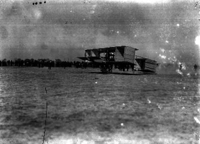 Braniff abordo del aeroplano Voisin