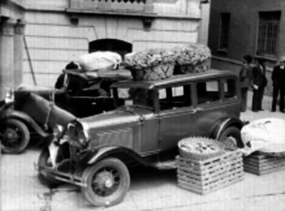 Canastos para pan sobre un automóvil