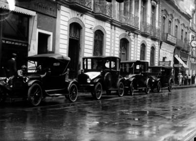 Automóviles de sitio en su base