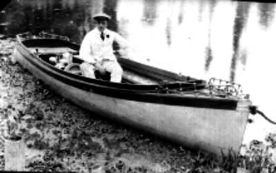 Marino a bordo de un bote