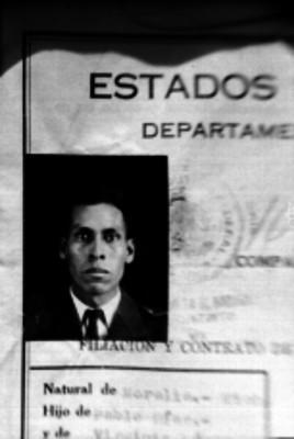 Díaz, policía, fotografía de contrato y filiación