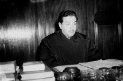 Miembros de la Suprema Corte de Justicia en una oficina, retrato
