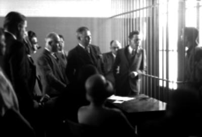 Agentes del ministerio público durante la declaración de un detenido
