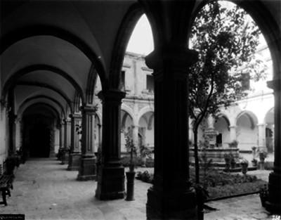 Iglesia del Sagrario, Corredores y fachada del claustro