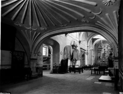 Iglesia de San Antonio, Arco del sotocoro vista hacia el altar mayor