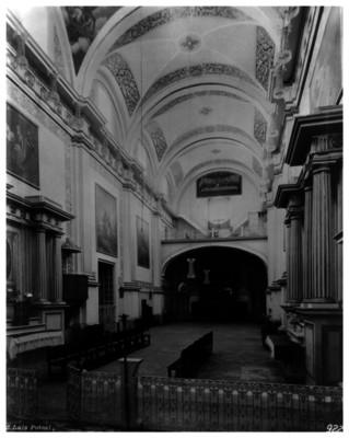 Coro y nave del Santuario de San José de San Luis Potosí