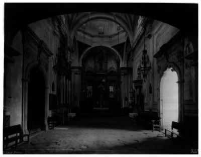 Iglesia de Santiago, nave principal, vista hacia el altar mayor