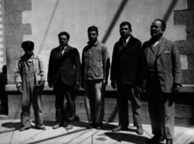 Hombres en el patio de la penitenciaría del D.F., retrato