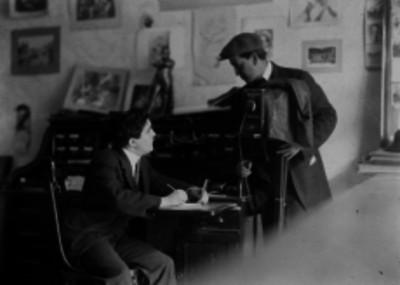 Agustín Casasola y Suárez Longoria en un estudio fotográfico, retrato