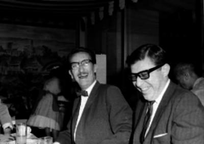Adrián Fernández de Mendoza y Durán en un restaurante