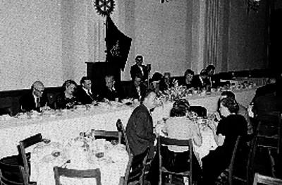 Rómulo O'Farril y periodistas en un Club Rotario