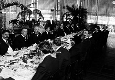 Malbran, Amaya en un banquete en compañía de diplomáticos, retrato