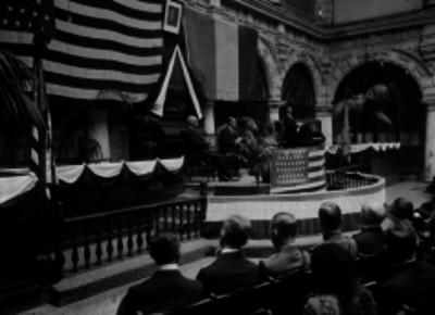 Wilson durante una reunión de diplomáticos