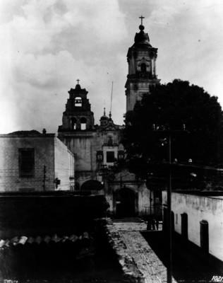 Iglesia del Carmen, Fachada principal