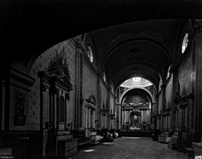 Iglesia de San Martín Obispo, Nave y vista hacia el altar mayor