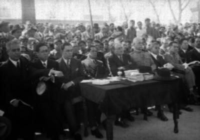 Mediz Bolio durante un acto cívico acompañado de demas miembros del departamento del distrito federal