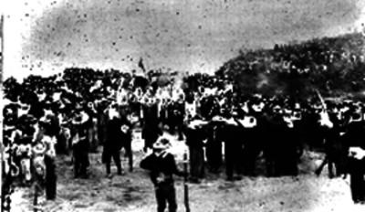 Hombres haciendo una representación de la batalla del 5 de mayo