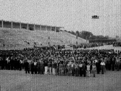 Grupo de conscriptos en el Estadio Nacional