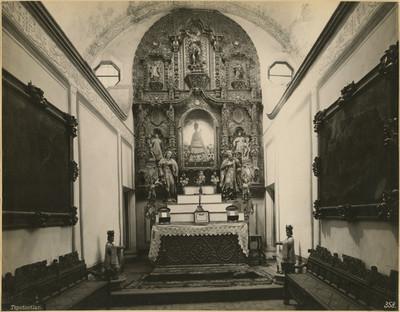 Capilla de Loreto, altar
