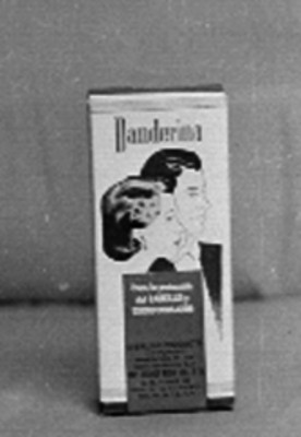 """Caja con el letrero de """"Danderina para la protección del CABELLO y cuero CABELLUDO"""""""