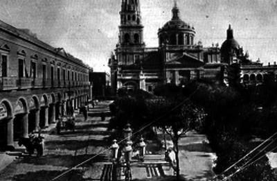 Catedral y plaza en Guadalajara, vista parcial