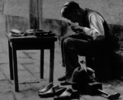 Zapatero remiendo zapatos
