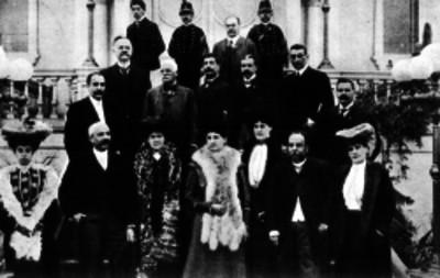 Ramón Cabral acompañado de familiares y algunos funcionarios públicos, retrato de grupo