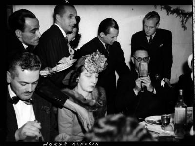 Jorge Alducin y compañeros en un banquete
