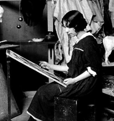 Mujer durante clases de pintura, en la Academia de San Carlos